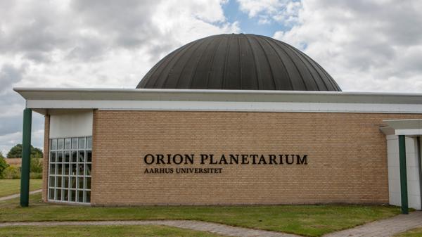 pik i røven Planetarium i Jels